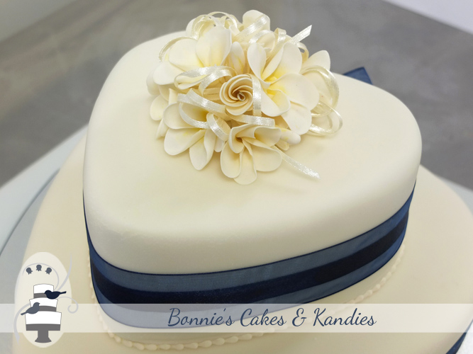 Closer look: A posy of ivory frangipani flowers made from icing topped the cake  |  Bonnie's Cakes & Kandies, Gympie Cake Decorator