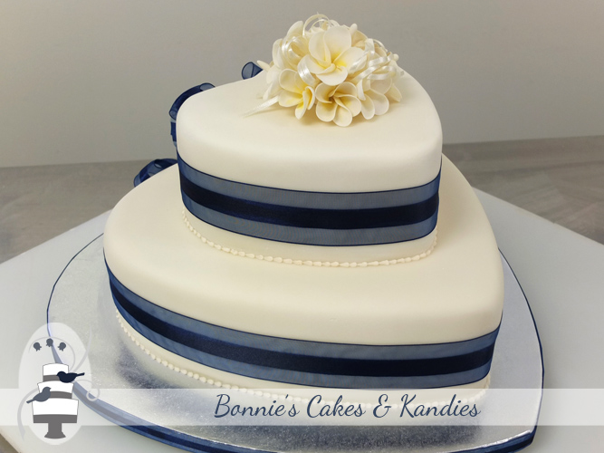 Bottom tier: dark chocolate mud cake, top tier: traditional fruit cake  |  Bonnie's Cakes & Kandies, Gympie Cake Decorator