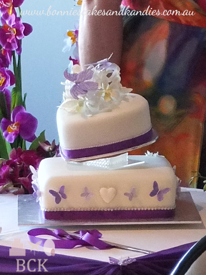 Side view of the wedding cake  |   Bonnie's Cakes & Kandies, Gympie.