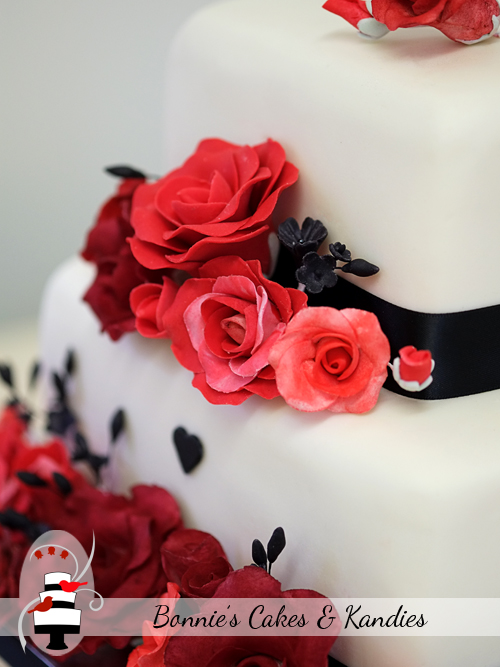 Romantic red roses for a Mount Isa Wedding cake  |  Bonnie's Cakes & Kandies, Gympie