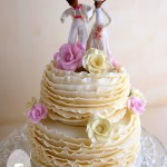 No ruffled feathers at this January wedding despite extreme heat  {Gympie Wedding Cake}