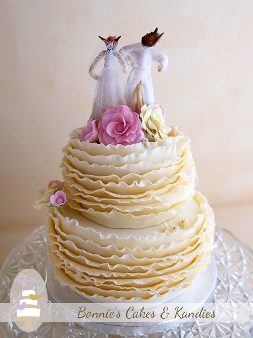 Romantic ruffles for a beautiful, but very hot January wedding in Gympie  |  Bonnie's Cakes & Kandies