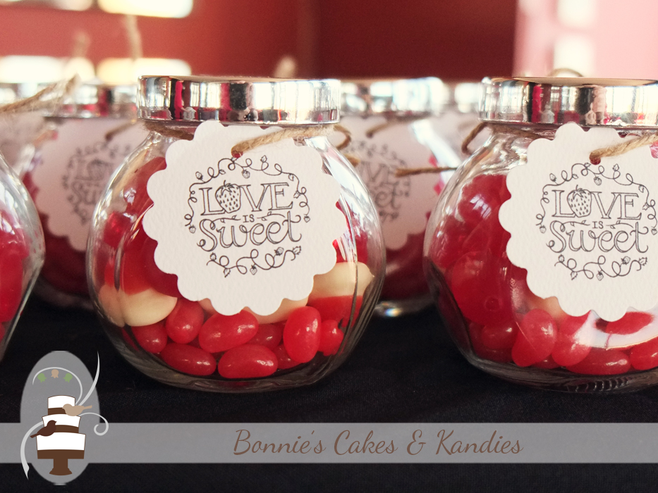 Love is sweet! Thoughtful gifts for the wedding guests provided by the bride and groom |  Bonnie's Cakes & Kandies