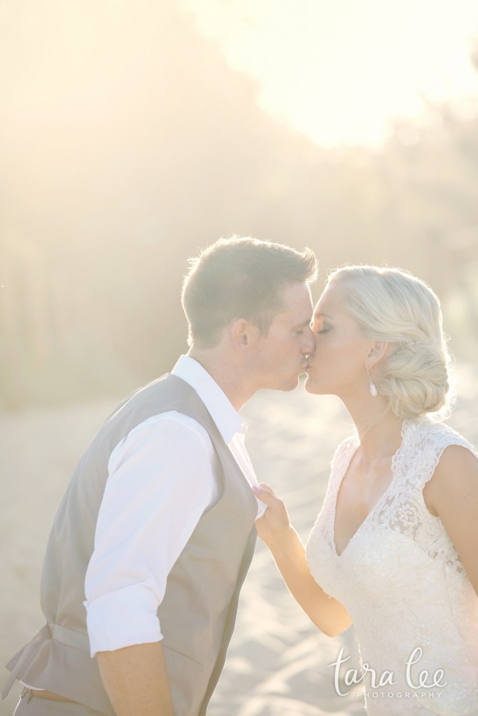 Beautiful lighting and a romantic moment – amazing work, Tara! | Photo credit: Tara Lee Photography