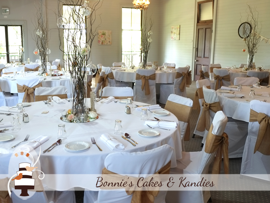 Beautifully decorated reception room at Gunabul Homestead | Bonnie's Cakes & Kandies