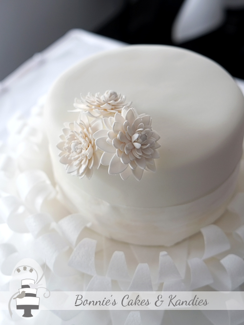 White flower paste icing chrysanthemums added understated elegance to this romantic all white wedding cake | Bonnie's Cakes & Kandies, Gympie & Sunshine Coast
