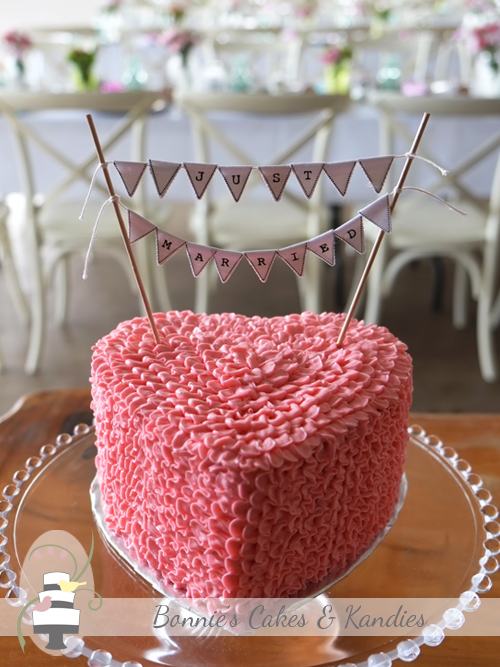 Buttercream ruffle heart cake