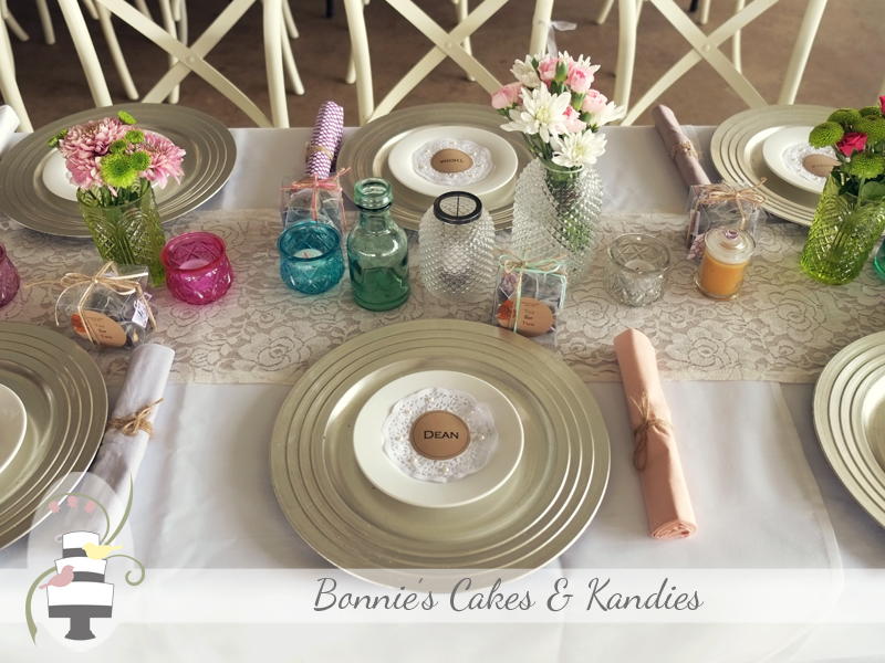 Table settings & decoration for Kenilworth Homestead wedding by First Class Functions, Noosaville | Bonnie's Cakes & Kandies, Gympie & Sunshine Coast