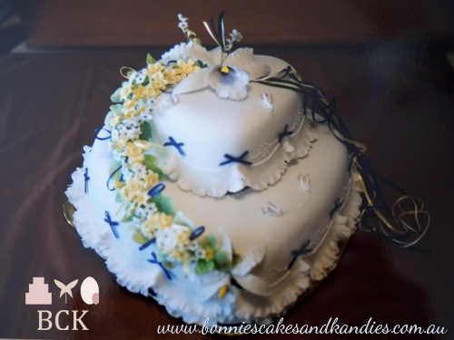August 1989, Mount Isa wedding cake     Bonnie's Cakes & Kandies