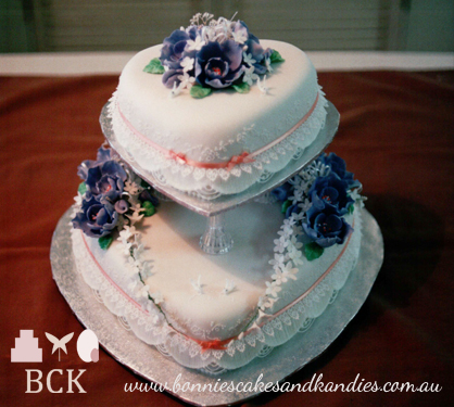 April 1990, Mount Isa wedding cake  |  Bonnie's Cakes & Kandies