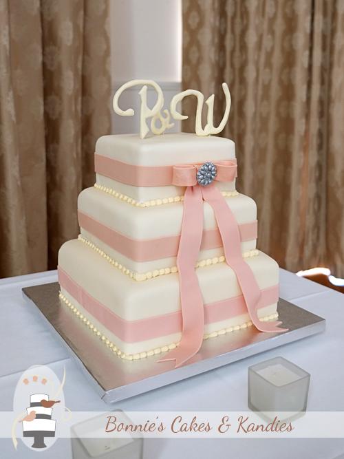 Gympie Rainbow Beach wedding cakes