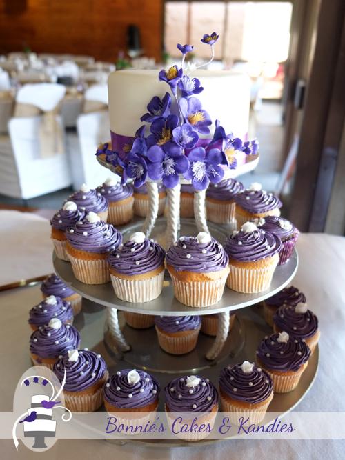 Gluten free macadamia cutting cake with vanilla sponge cupcakes for a Gympie wedding  |  Bonnie's Cakes & Kandies