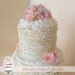 Ivory ruffles for a Gold Coast wedding cake