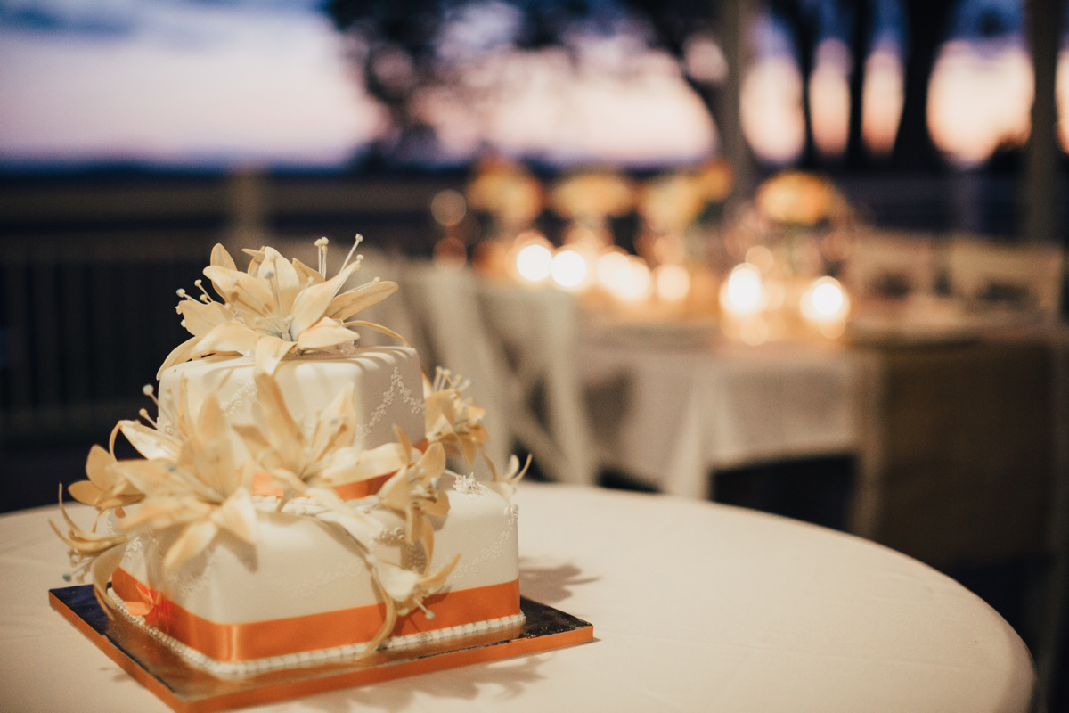 wedding cakes sunshine coast hinterland intimate lake terrace wedding in the coast 25564