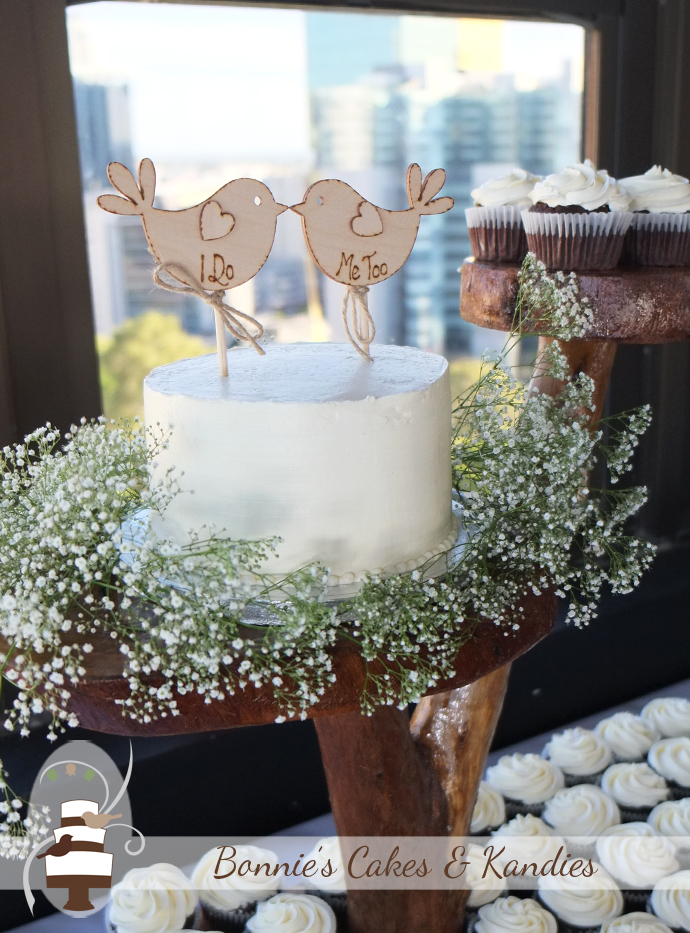 Love is sweet in the city with this egg and dairy free wedding cake and cupcakes for a Brisbane wedding  |  Bonnie's Cakes & Kandies