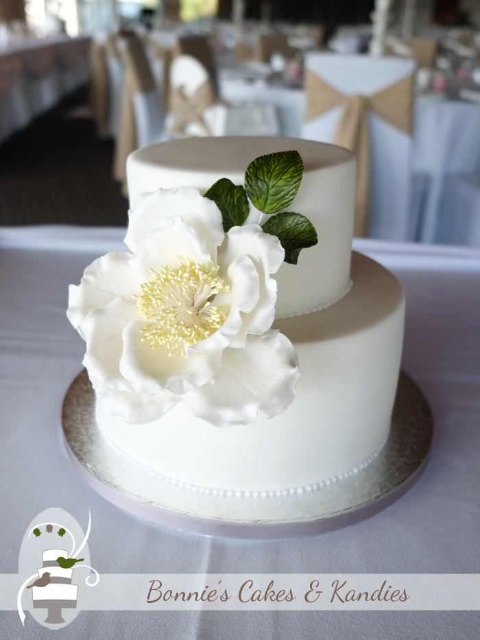 wedding cake makers central coast understated elegance at s on the lagoon waters 23126