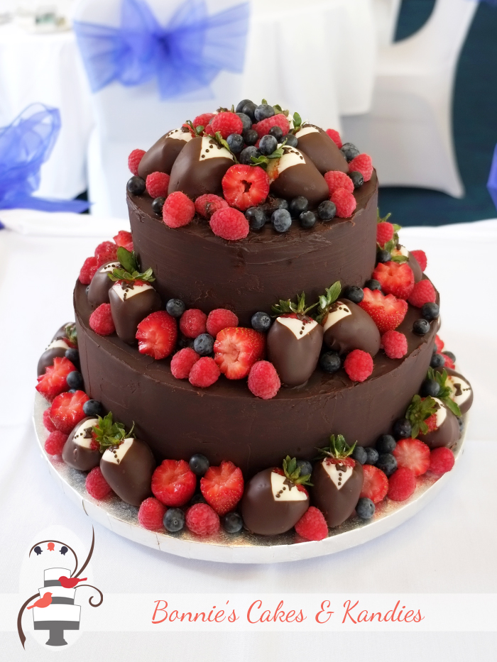 wedding cakes caloundra the match of fruit and chocolate on s 24008