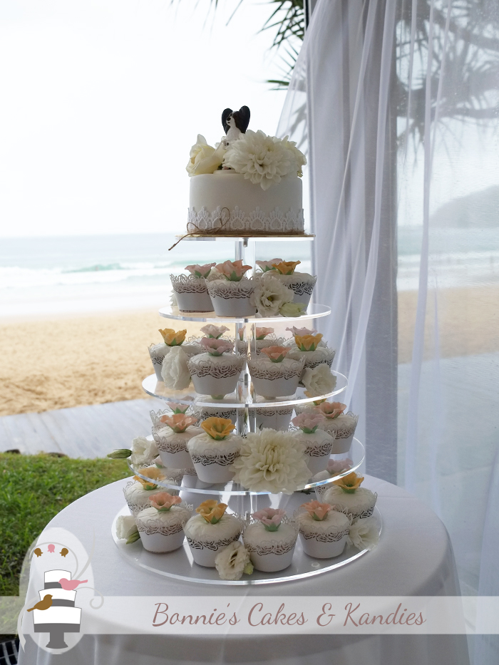 Noosa wedding cake and cupcakes